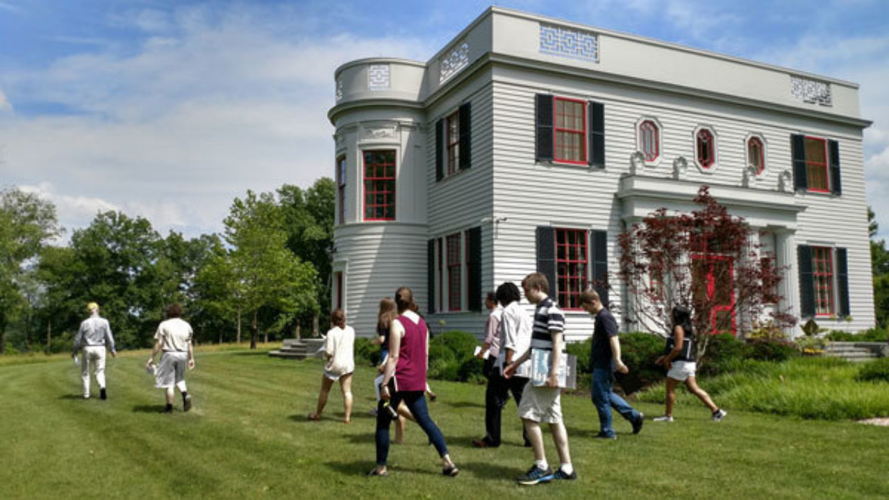 Students explore the grounds of Peter Pennoyer's and Katie Ridder's house