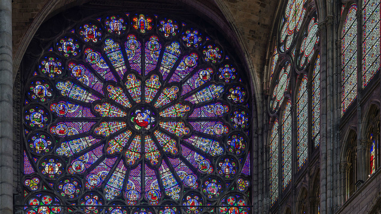 Rose Window. Image © Wikimedia user Diliff (licensed under CC BY-SA 3.0)