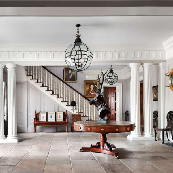 V2 De Biasi Filkoff Hudson Valley Estate Entrance Hall Credit Durston Saylor