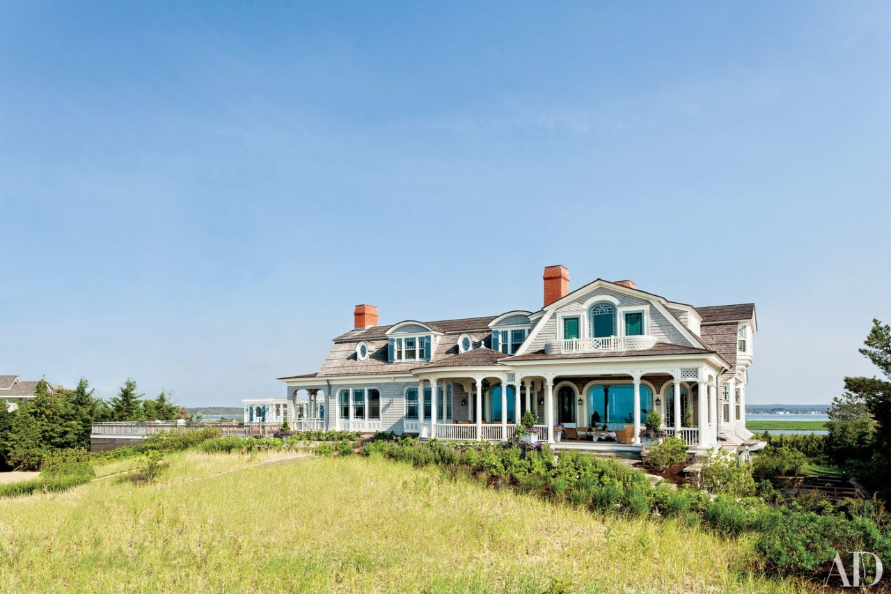 House designed by Robert A.M. Stern Architects in East Quogue, NY